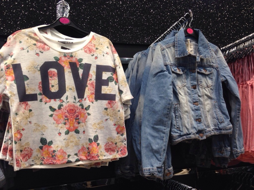 Primark crop top Love print