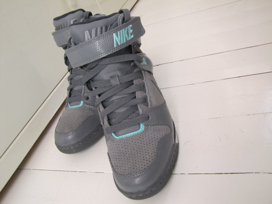 Nike Air Sky Hi Revolution