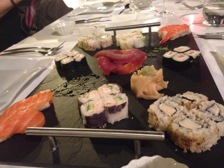 sushi op wintersport in Le Rock Noir hotel